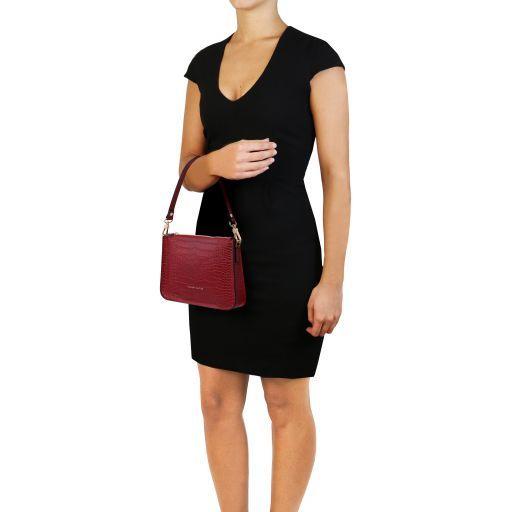 Cassandra Croc print leather clutch handbag Красный TL141917