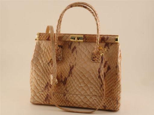 "Silvia ""Bauletto"" Handtasche aus pythongepraegtem Leder Cognac TL140634"